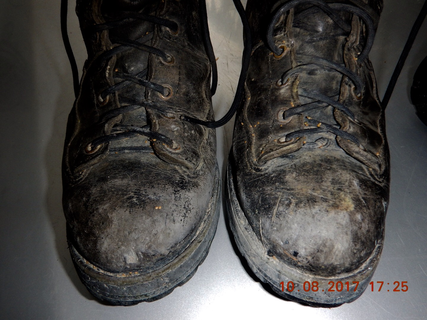 How to choose good work boots and care for them